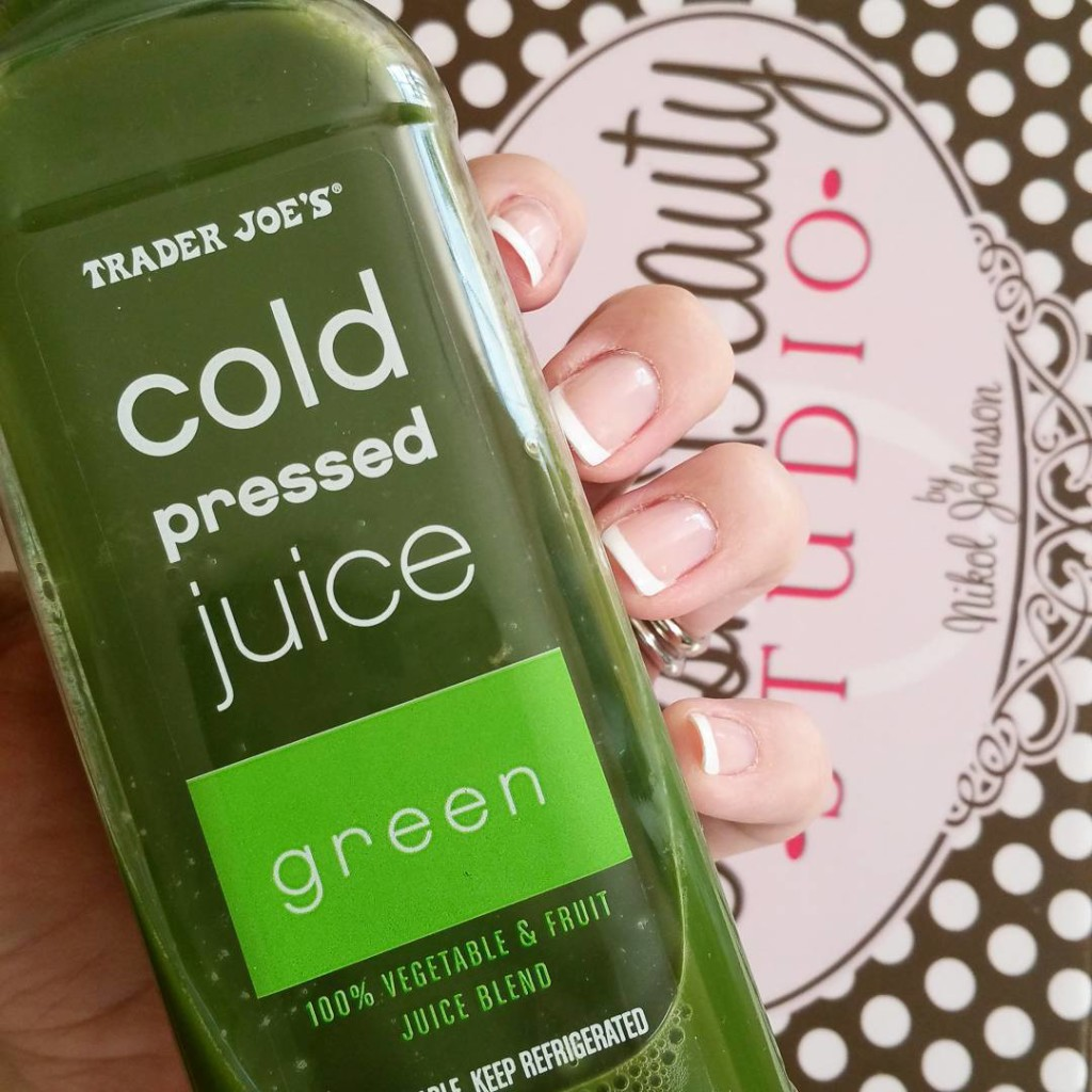 This is my go-to drink when traveling. So delicious. #travelbeauty #bbloggers #beauty #ivf4 #infertility #greenjuice #juicing #juicingforhealth