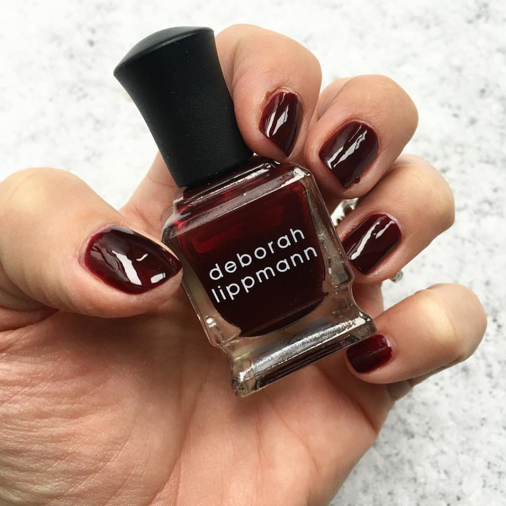 "Chanel Vamp dupe Deborah Lippmann ""Single Ladies"" this color looks beautiful with the fresh snow in the background. @deborahlippmann #vamp #nails #nailobsession #polish #vamp #nailpolish #deborahlippmann #darknails #snow #freshsnow #beautyblogger #thanksgiving"